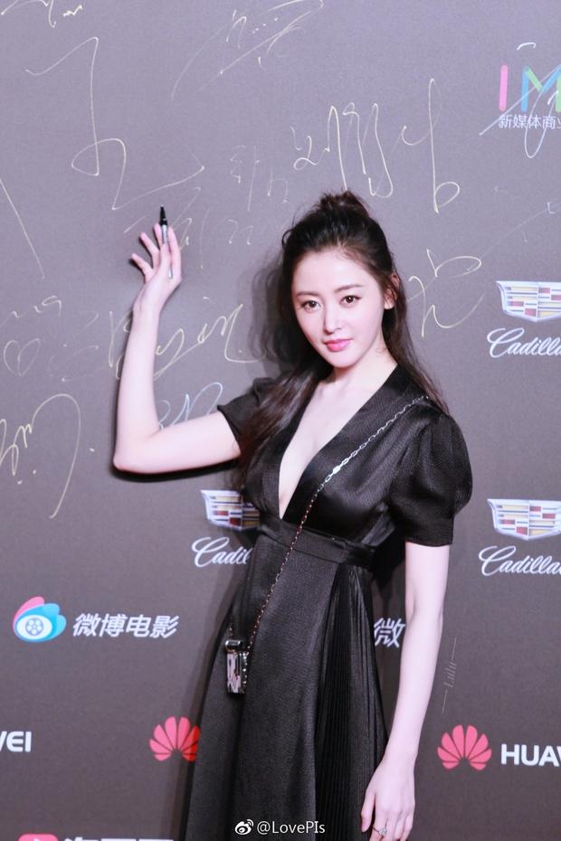 Thảm đỏ Weibo Films Night: Dương Mịch khoe vòng một căng đầy, Mỹ Nhân Ngư Lâm Duẫn sang chảnh đè bẹp đồng nghiệp - Ảnh 15.