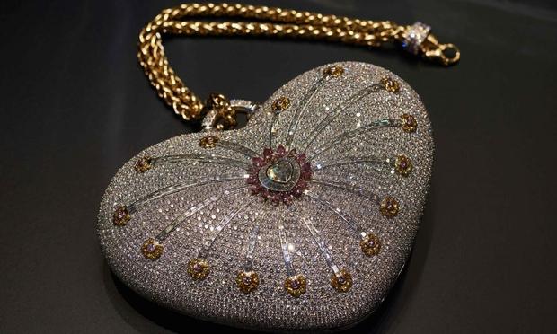 Thèm nhỏ dãi siêu túi xách đính 4.500 viên kim cương có giá hơn 86 tỷ đồng - Ảnh 2.