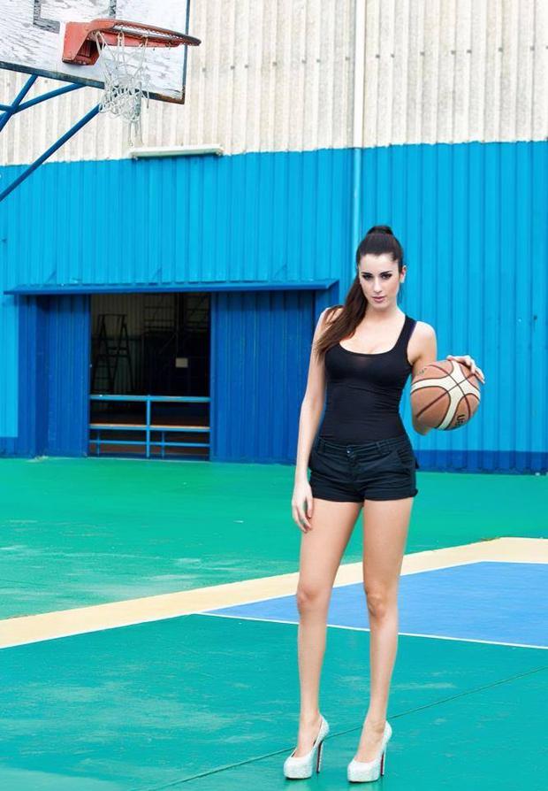 Vẻ đẹp khó cưỡng của nữ vận động viên bóng rổ quyến rũ nhất hành tinh - Ảnh 14.
