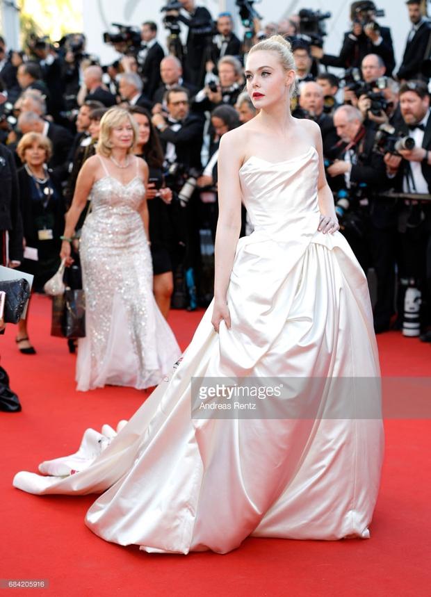 Thảm đỏ LHP Cannes: Phạm Băng Băng lộng lẫy như nữ hoàng, quyết cân dàn mỹ nhân quốc tế - Ảnh 19.