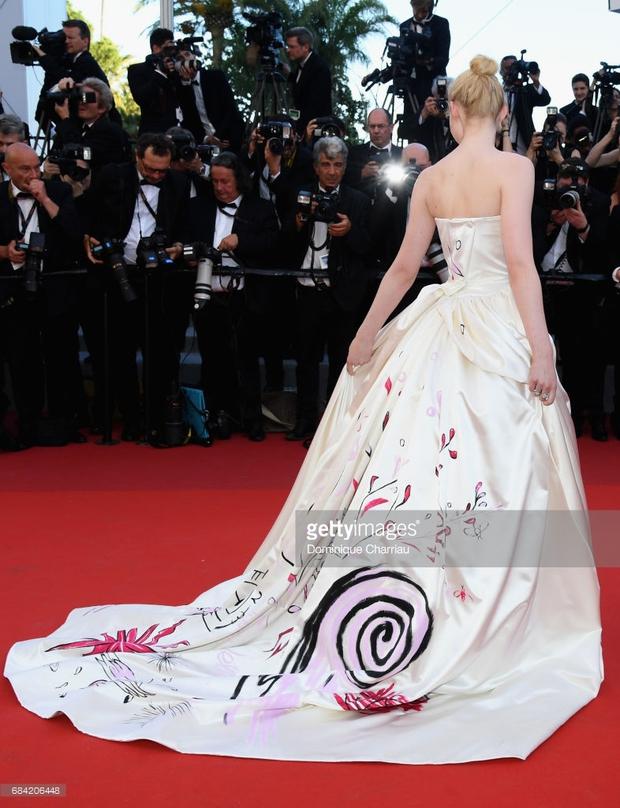 Thảm đỏ LHP Cannes: Phạm Băng Băng lộng lẫy như nữ hoàng, quyết cân dàn mỹ nhân quốc tế - Ảnh 21.