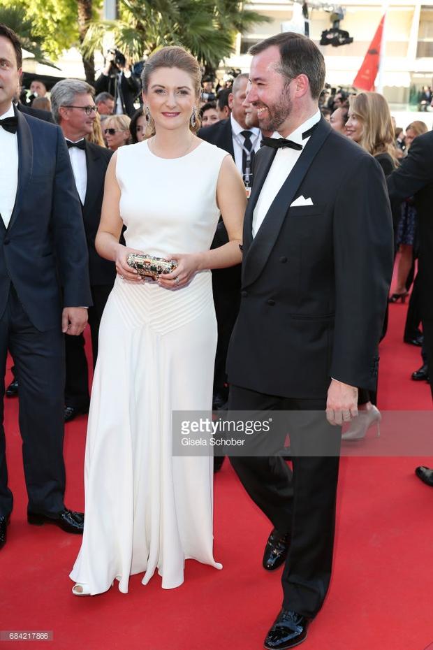 Thảm đỏ LHP Cannes: Phạm Băng Băng lộng lẫy như nữ hoàng, quyết cân dàn mỹ nhân quốc tế - Ảnh 26.