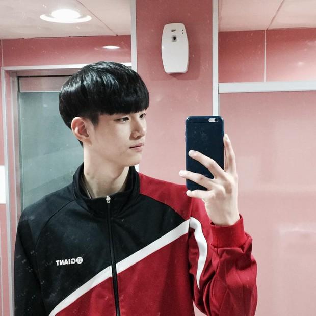 VĐV bóng chuyền thôi mà, đâu nhất thiết phải đẹp trai như Kim Soo Hyun thế này hả trời! - Ảnh 5.
