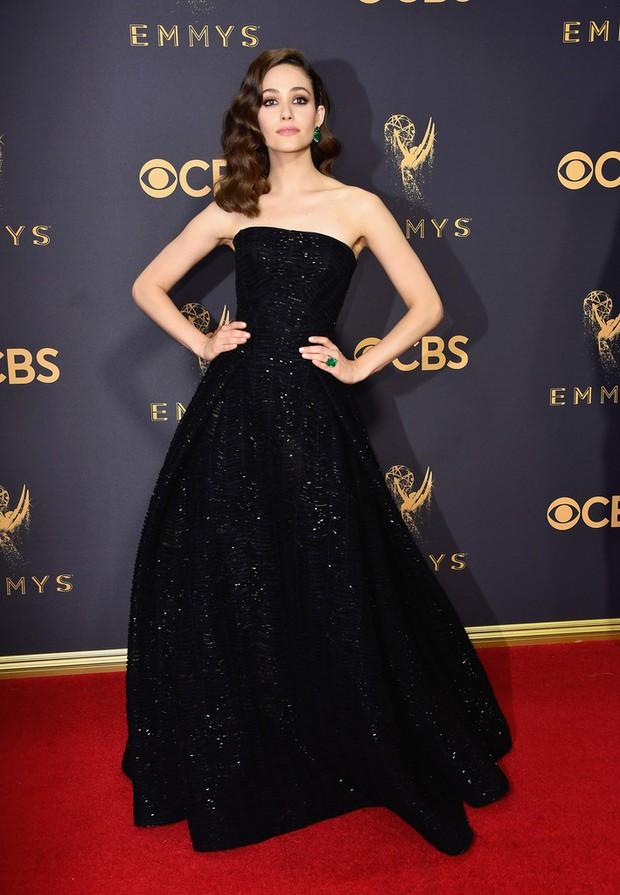Thảm đỏ Emmy 2017: Dàn mỹ nhân xúng xính váy áo lộng lẫy như những công chúa, bà hoàng trong cổ tích - Ảnh 13.
