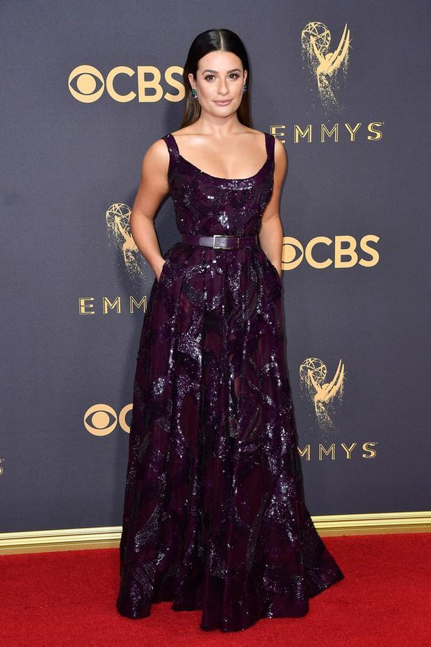 Thảm đỏ Emmy 2017: Dàn mỹ nhân xúng xính váy áo lộng lẫy như những công chúa, bà hoàng trong cổ tích - Ảnh 10.