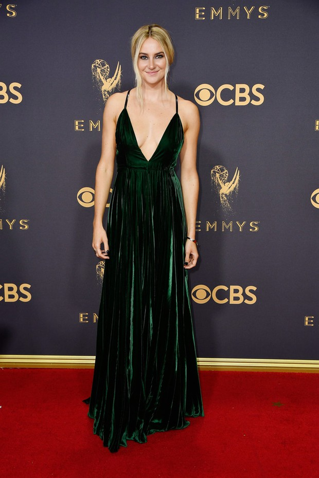 Thảm đỏ Emmy 2017: Dàn mỹ nhân xúng xính váy áo lộng lẫy như những công chúa, bà hoàng trong cổ tích - Ảnh 9.