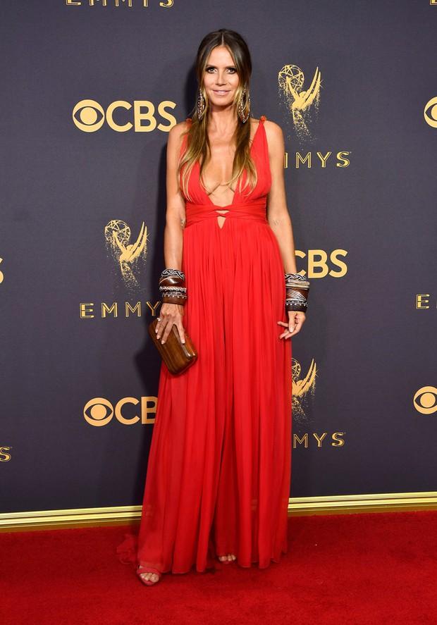 Thảm đỏ Emmy 2017: Dàn mỹ nhân xúng xính váy áo lộng lẫy như những công chúa, bà hoàng trong cổ tích - Ảnh 21.
