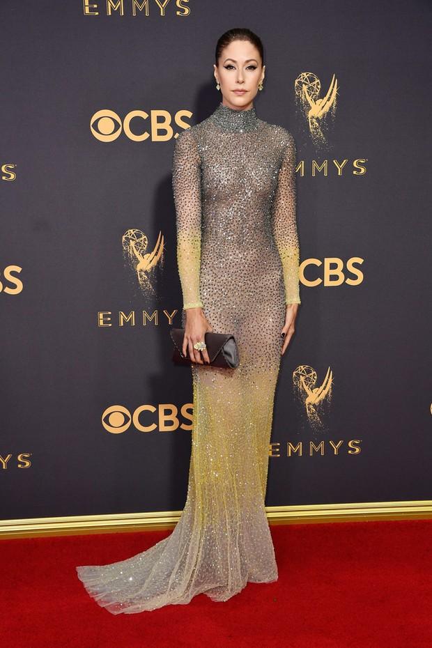 Thảm đỏ Emmy 2017: Dàn mỹ nhân xúng xính váy áo lộng lẫy như những công chúa, bà hoàng trong cổ tích - Ảnh 28.
