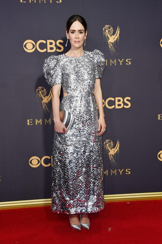 Thảm đỏ Emmy 2017: Dàn mỹ nhân xúng xính váy áo lộng lẫy như những công chúa, bà hoàng trong cổ tích - Ảnh 22.