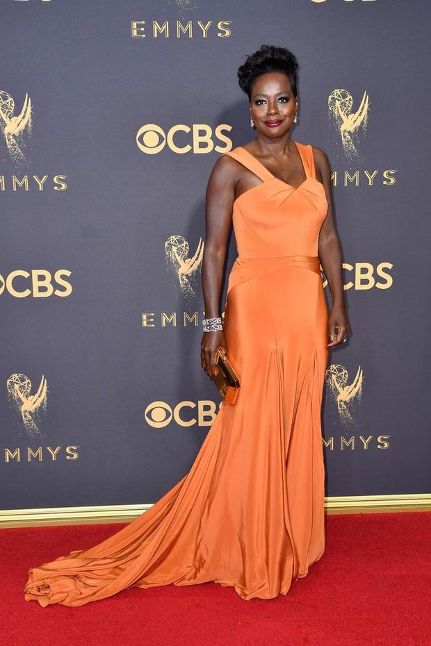 Thảm đỏ Emmy 2017: Dàn mỹ nhân xúng xính váy áo lộng lẫy như những công chúa, bà hoàng trong cổ tích - Ảnh 14.