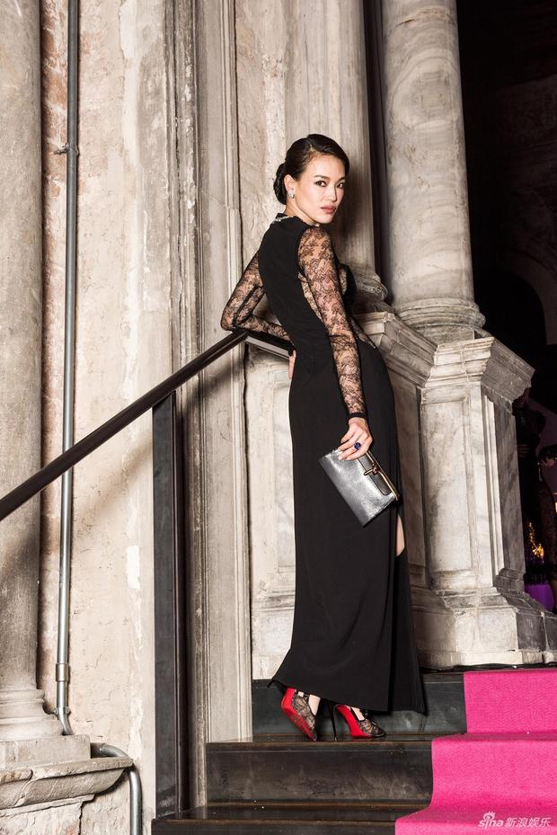 Không cần hở bạo, Bella Hadid vẫn gợi cảm hút hồn khi đọ sắc với Thư Kỳ tại Venice - Ảnh 8.