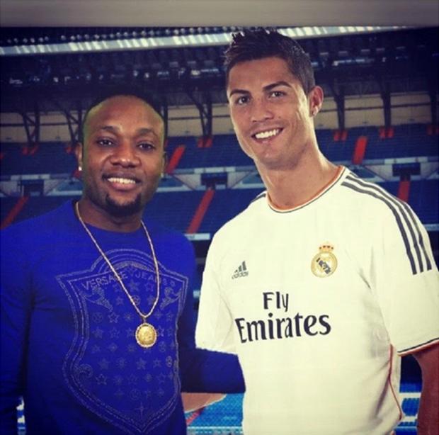 Sống ảo, ghép ảnh chụp cùng Cristiano Ronaldo để đăng mạng xã hội, nam ca sĩ Nigeria nhận cái kết đắng - Ảnh 7.