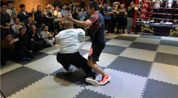 Cao thủ Thái Cực Quyền bị võ sĩ MMA hạ đo ván trong vài giây ngắn ngủi - Ảnh 11.