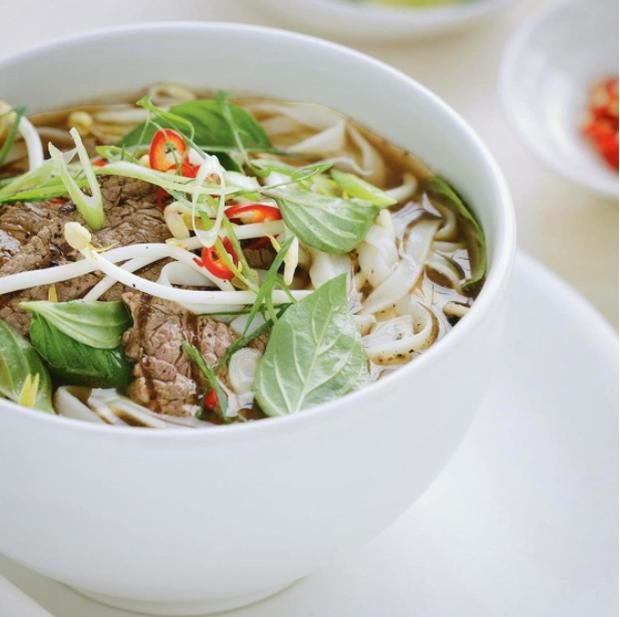 10 món ăn đường phố Việt Nam được CNN hết lời khen ngợi - Ảnh 1.