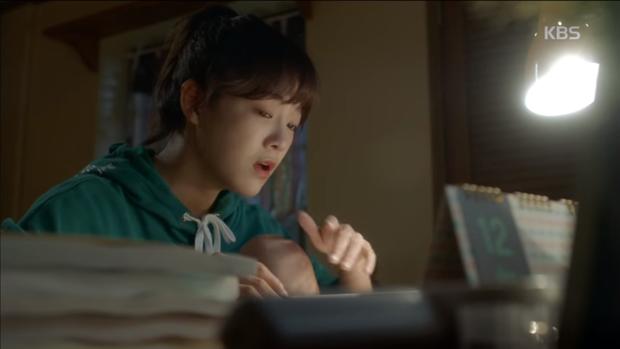 """Xem hết tập 1 """"School 2017"""", ai cũng hiểu vì sao Kim Yoo Jung từ chối dự án này! - Ảnh 8."""