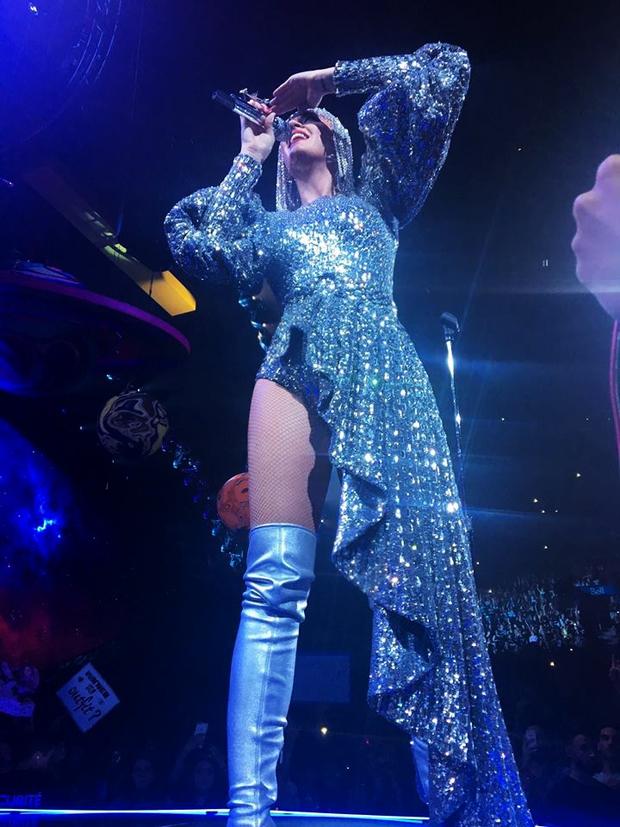 Sau Rihanna, đến lượt Katy Perry diện thiết kế của Công Trí và diện hẳn 3 bộ! - Ảnh 4.