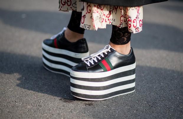 Hà Hồ diện giày bánh mì kiện tướng 20cm, fan thảng thốt hỏi: Chị mang đôi này thì cao 2 mét ư? - Ảnh 9.