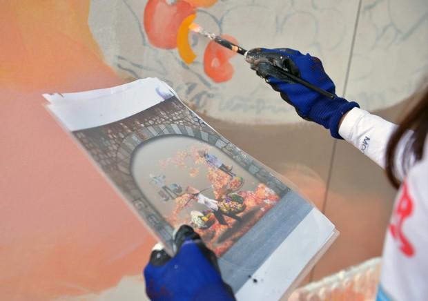 Hà Nội: Những bức bích họa đầu tiên được khai bút trên phố Phùng Hưng - Ảnh 7.