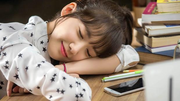 5 kiểu ngủ sai cách nhiều người mắc phải gây hại sức khỏe không ngờ - Ảnh 4.