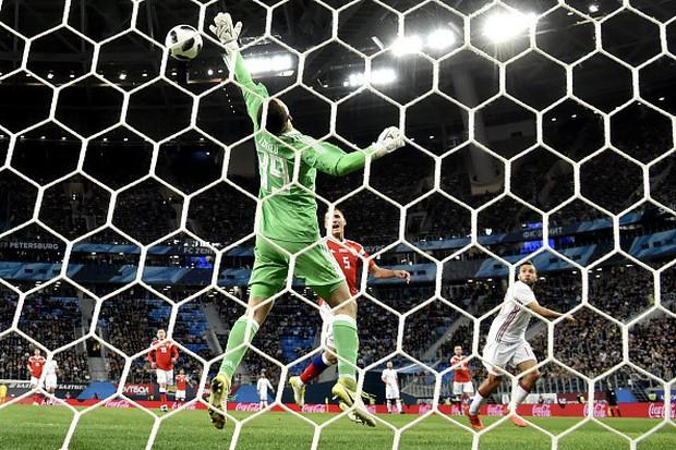 Tây Ban Nha hòa chủ nhà World Cup 2018 dù được hưởng hai quả phạt đền - Ảnh 5.