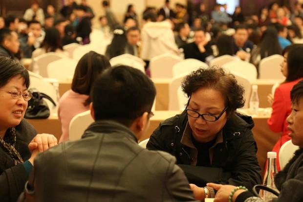 Trung Quốc: Ngày hội xem mắt của nam thanh nữ tú FA, ngờ đâu toàn ông bà cha mẹ tham gia giành người - Ảnh 6.