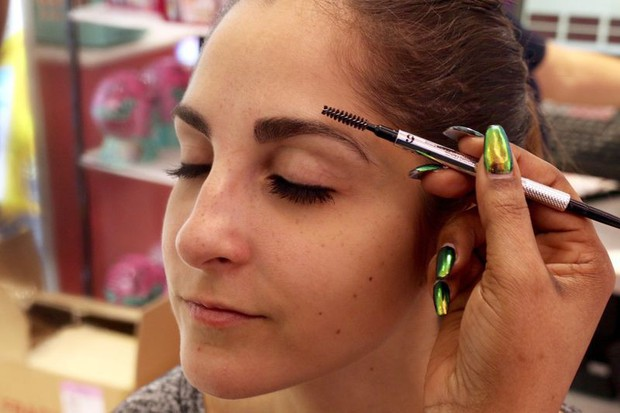Cô nàng này đã thử dịch vụ lột xác lông mày của 2 hãng mỹ phẩm nổi tiếng và phải ố á với kết quả - Ảnh 7.