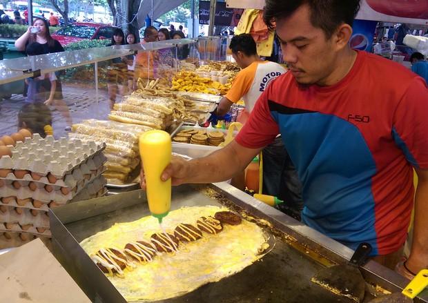 Cũng là burger nhưng Ramly Burger ở Malaysia cực khác biệt khiến ai nhìn thấy cũng phát thèm ngay - Ảnh 8.