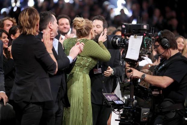 Adele bất ngờ công bố chuyện kết hôn cùng bạn trai 5 năm  - Ảnh 2.