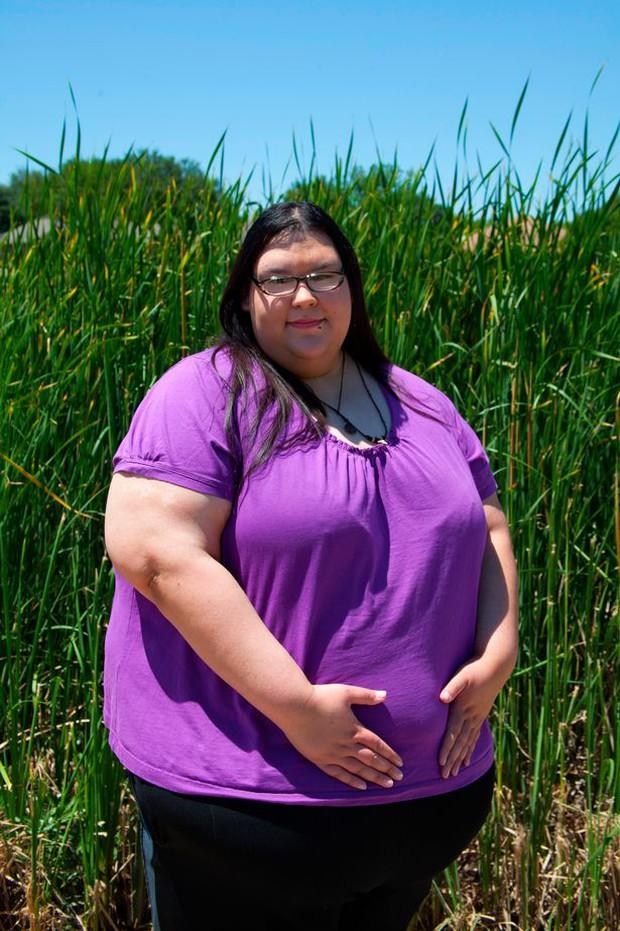 Cô gái ăn uống bằng phễu quyết tâm giảm cân để thực hiện sứ mệnh cao cả - Ảnh 4.