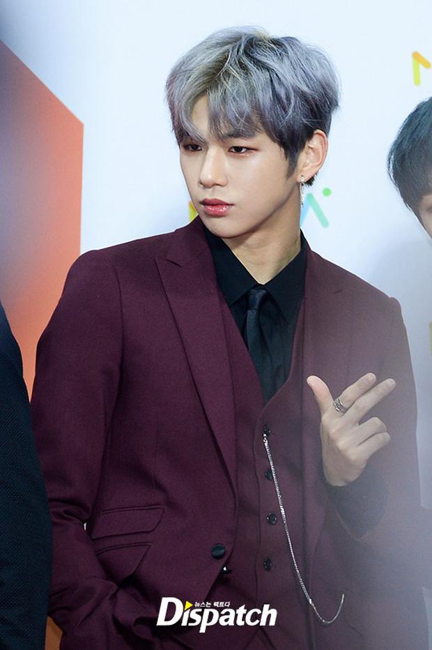 Thảm đỏ Melon: Mỹ nhân ngực khủng vô danh át cả Kim So Hyun, TWICE, EXO và Wanna One đẹp trai như hoàng tử - Ảnh 19.