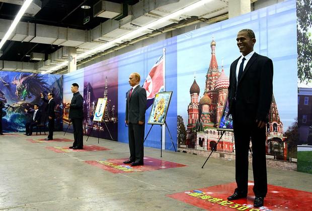 Những bức tượng được làm theo nguyên mẫu người nổi tiếng, nhưng cuối cùng lại chẳng giống ai ở Trung Quốc - Ảnh 1.