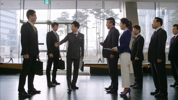 """""""Sếp Kim"""": Diện vest bảnh bao, Nam Goong Min và Jun Ho """"song kiếm hợp bích"""" - Ảnh 13."""