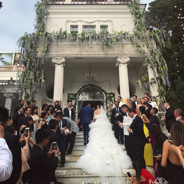 Váy cưới bồng bềnh như mây trắng của fashionista Hong Kong khiến bạn phải thốt lên: Liệu đây có phải mơ? - Ảnh 8.