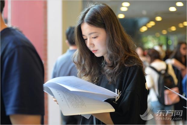 Ngày nhập học, lò đào tạo minh tinh hàng đầu Trung Quốc chỉ toàn thấy trai đẹp gái xinh - Ảnh 1.