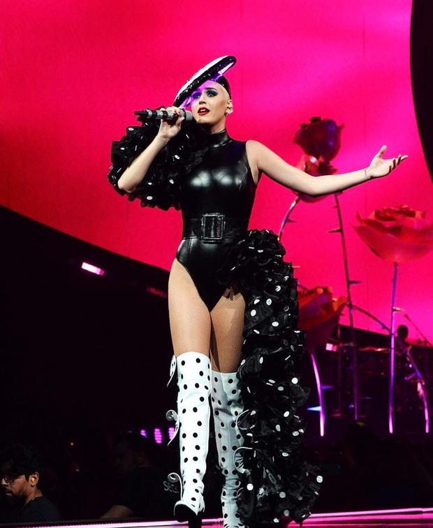 Sau Rihanna, đến lượt Katy Perry diện thiết kế của Công Trí và diện hẳn 3 bộ! - Ảnh 5.