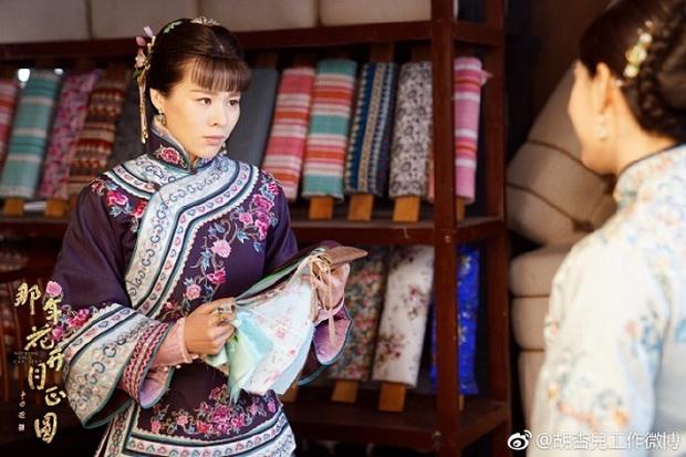 """""""Năm Ấy Hoa Nở"""": Tôn Lệ giấu mẹ chồng, lén đọc thư tình của Trần Hiểu - Ảnh 8."""