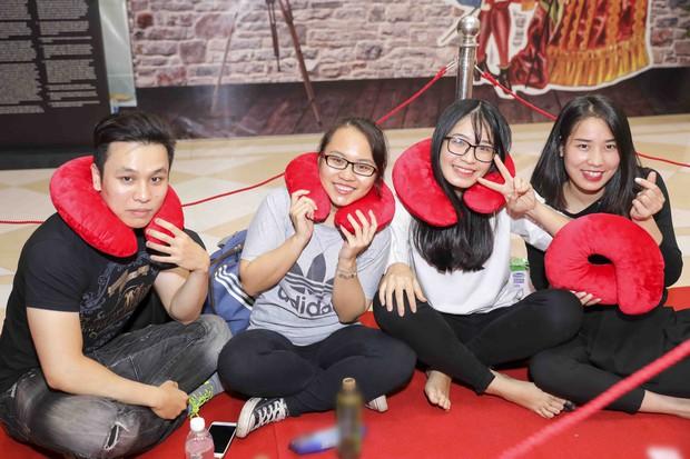Khai trương H&M Hà Nội: Có hơn 2.000 người đổ về, các bạn trẻ vẫn phải xếp hàng dài chờ được vào mua sắm - Ảnh 39.