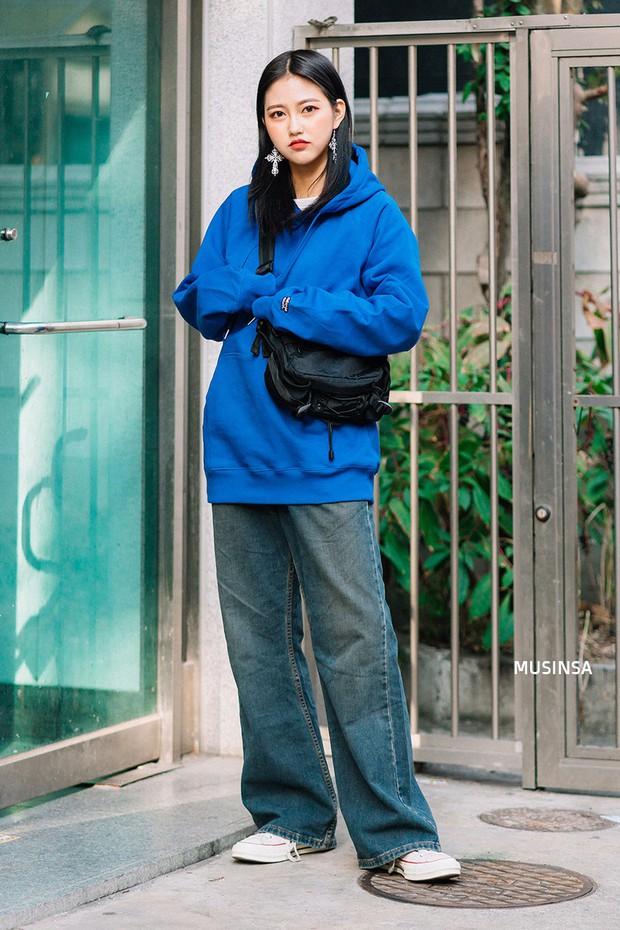 Ngắm street style màu mè nhưng chất lừ của giới trẻ Hàn, bạn sẽ học được chân kinh mặc đơn giản mà vẫn đẹp mê ly - Ảnh 8.