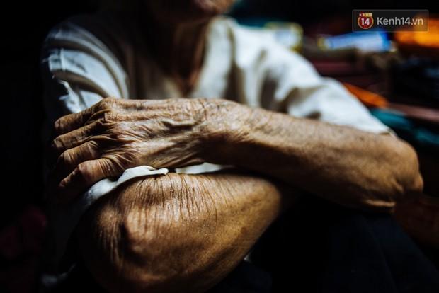 Chuyện bà cụ bán bánh sùng hơn 60 năm nuôi con gái tâm thần ở Sài Gòn: Chỉ mong một lần nghe con gọi Má ơi - Ảnh 9.