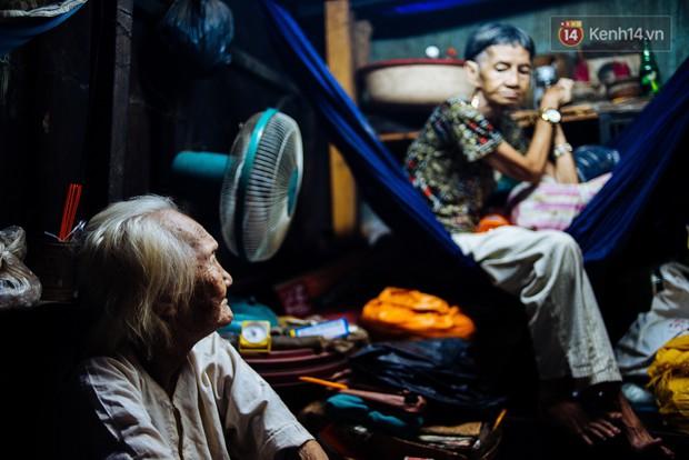 Chuyện bà cụ bán bánh sùng hơn 60 năm nuôi con gái tâm thần ở Sài Gòn: Chỉ mong một lần nghe con gọi Má ơi - Ảnh 3.