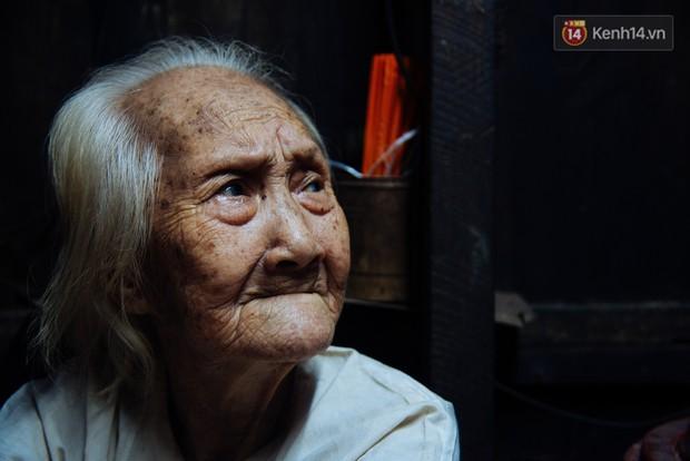 Chuyện bà cụ bán bánh sùng hơn 60 năm nuôi con gái tâm thần ở Sài Gòn: Chỉ mong một lần nghe con gọi Má ơi - Ảnh 5.