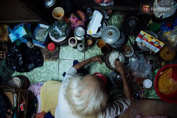 Chuyện bà cụ bán bánh sùng hơn 60 năm nuôi con gái tâm thần ở Sài Gòn: Chỉ mong một lần nghe con gọi Má ơi - Ảnh 7.