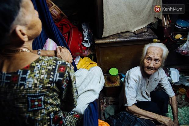Chuyện bà cụ bán bánh sùng hơn 60 năm nuôi con gái tâm thần ở Sài Gòn: Chỉ mong một lần nghe con gọi Má ơi - Ảnh 6.