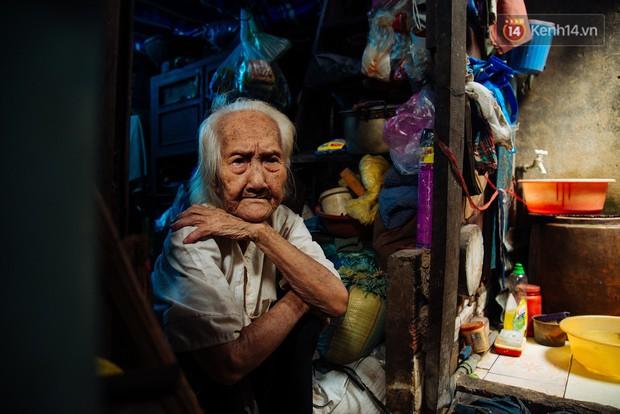 Chuyện bà cụ bán bánh sùng hơn 60 năm nuôi con gái tâm thần ở Sài Gòn: Chỉ mong một lần nghe con gọi Má ơi - Ảnh 8.