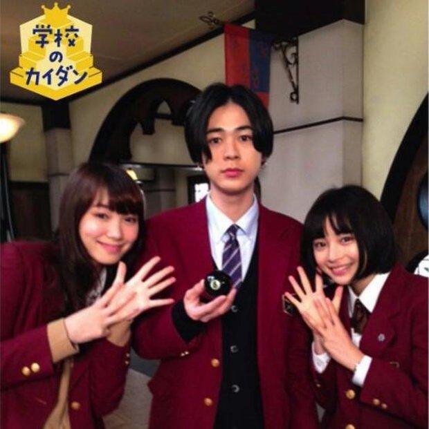 Nữ diễn viên 9x nổi tiếng của Chihayafuru Suzu Hirose công khai hẹn hò trai đẹp - Ảnh 2.
