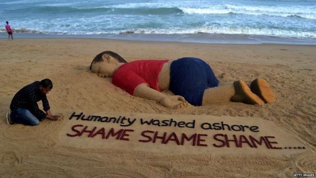 Bức ảnh em bé tị nạn Myanmar nằm úp mặt trên vũng bùn gây rúng động thế giới - Ảnh 6.
