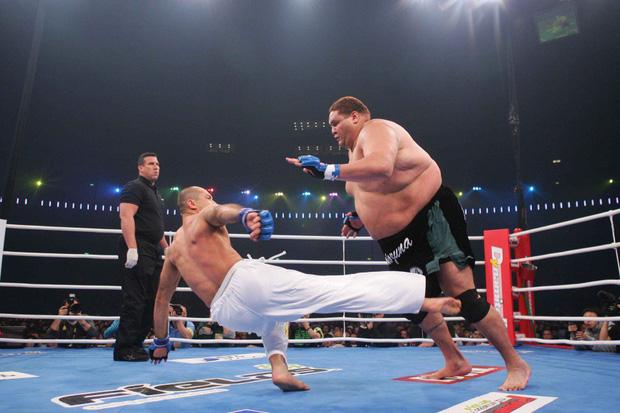 Võ sĩ sumo từng 4 lần vô địch bị hạ nhục nhã trên sàn MMA - Ảnh 3.
