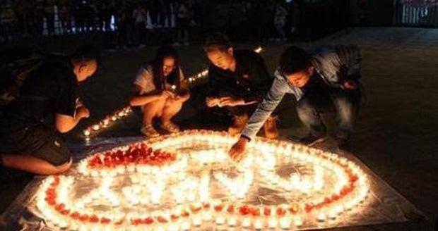 Đang thắp nến cầu hôn bạn gái thì bị bảo vệ ra dập lửa, chàng trai may mắn nhận được cái kết có hậu - Ảnh 3.