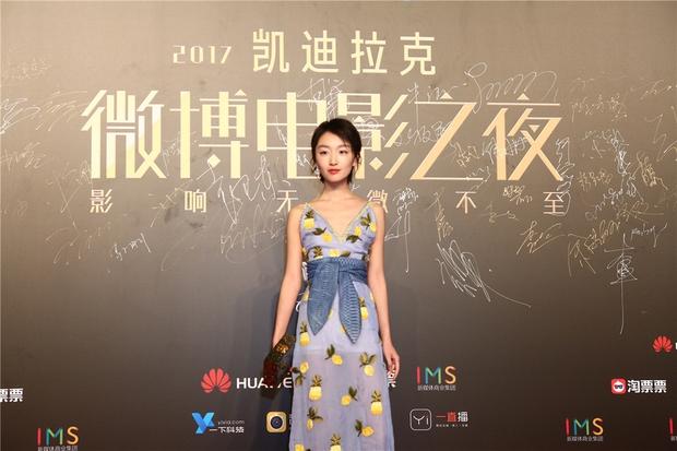 Thảm đỏ Weibo Films Night: Dương Mịch khoe vòng một căng đầy, Mỹ Nhân Ngư Lâm Duẫn sang chảnh đè bẹp đồng nghiệp - Ảnh 16.