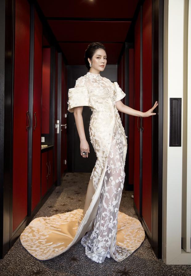 Không thua chị kém em, Lý Nhã Kỳ lộng lẫy như bà hoàng trên thảm đỏ khai màn LHP Cannes 2017 - Ảnh 23.